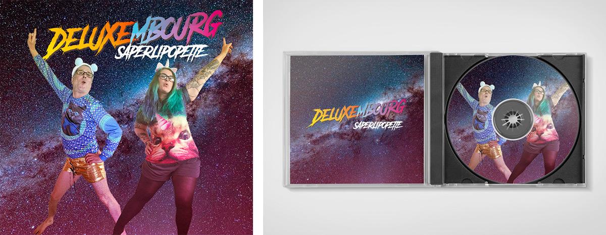 pochette de la chanson Saperlipopette du groupe Deluxembourg : Bruce et moi avec des t-shirts ridicules à motif chat et des minishorts
